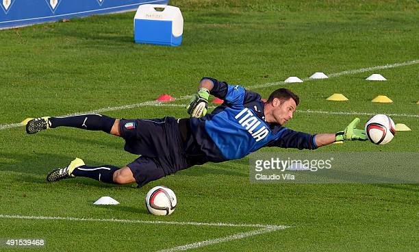 Daniele Padelli in action during an Italy training session at Coverciano on October 6 2015 in Florence Italy