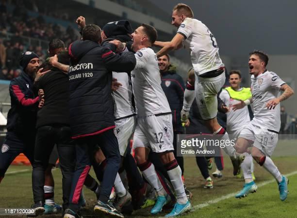 Daniele Regatzu of Cagliari Calcio celebrates his goal with his teammates during the Serie A match between US Sassuolo and Cagliari Calcio at Mapei...