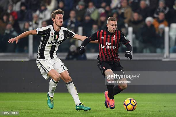 Daniele Rugani of Juventus FC competes with Gerard Deulofeu of AC Milan during the TIM Cup match between Juventus FC and AC Milan at Juventus Stadium...