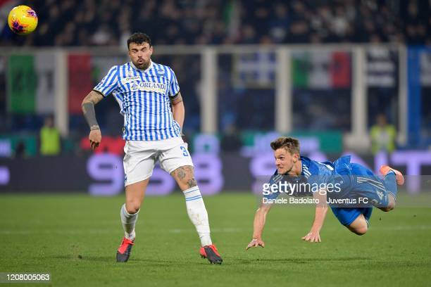 Daniele Rugani of Juventus heads the ball against Andrea Petagna of SPAL during the Serie A match between SPAL and Juventus at Stadio Paolo Mazza on...