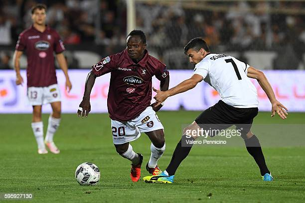 Daniele Sciaudone of AC Spezia competes with Moses Odjer of US Salernitana during the Serie B match between AC Spezia and US Salernitana at Stadio...