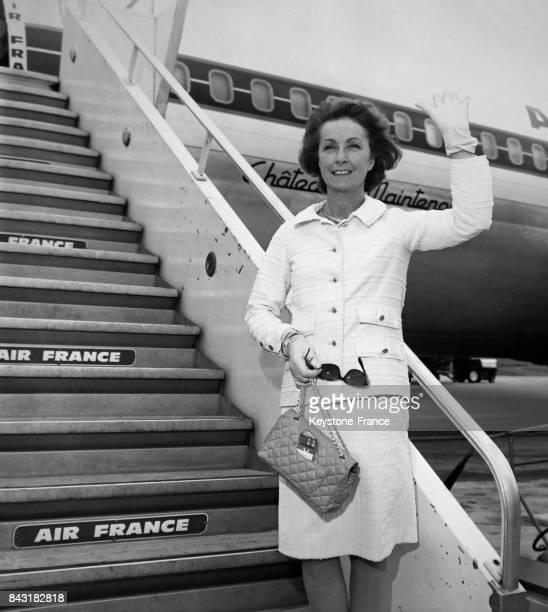 Danielle Darrieux à l'aéroport d'Orly France en partance pour New York le 2 juillet 1970