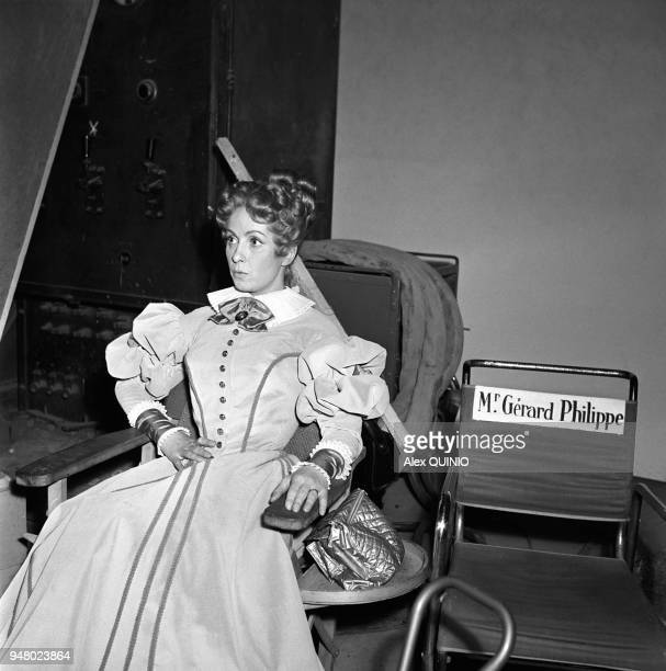 Danielle Darrieux sur le tournage du film ' Le rouge et le noir ' 1954 Danielle Darrieux on the set of the movie 'The red and the black ' by Claude...