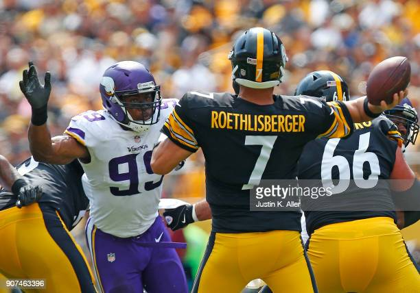 Danielle Hunter of the Minnesota Vikings in action against the Pittsburgh Steelers on September 17 2017 at Heinz Field in Pittsburgh Pennsylvania