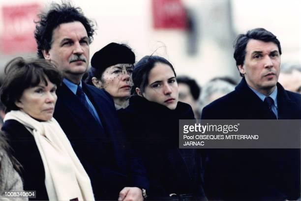 Danielle Mitterrand JeanChristophe Mitterrand Anne Pingeot Mazarine Pingeot et Gilbert Mitterrand lors des obsèques de François Mitterrand le 11...