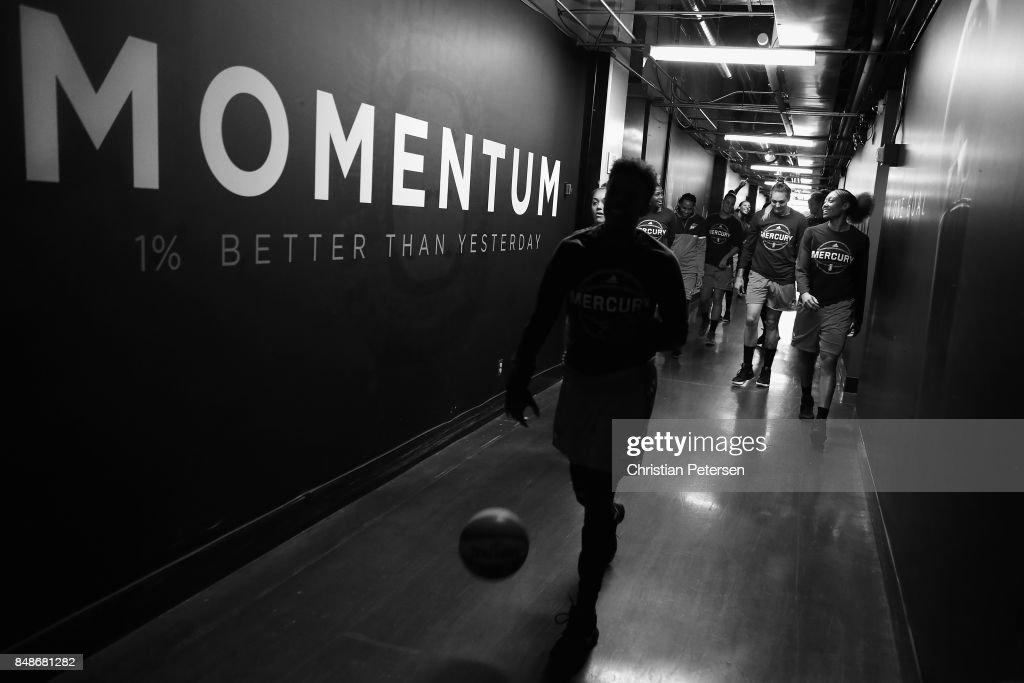 Los Angeles Sparks v Phoenix Mercury - Game Three : News Photo