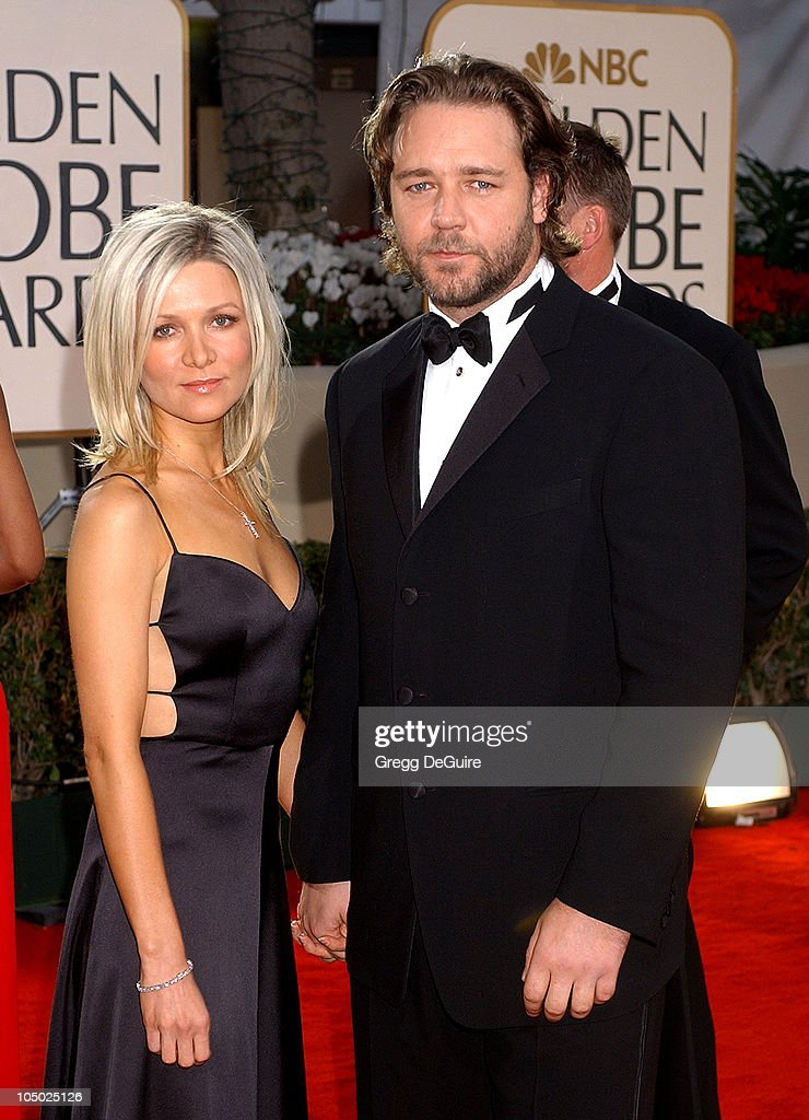 Danielle Spencer & Russell Crowe arrive for the Golden Globe Awards at the Beverly Hilton Hotel in Beverly Hills, California January 20, 2002.