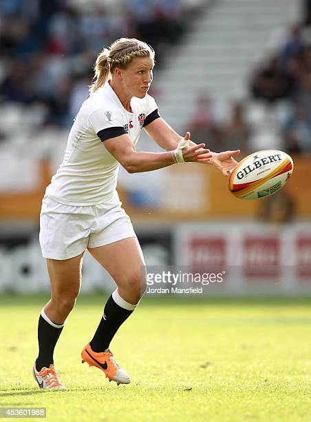 Danielle Waterman of England in action during the IRB Women's Rugby World Cup semifinal match between Ireland and England at Stade Jean Bouin on...