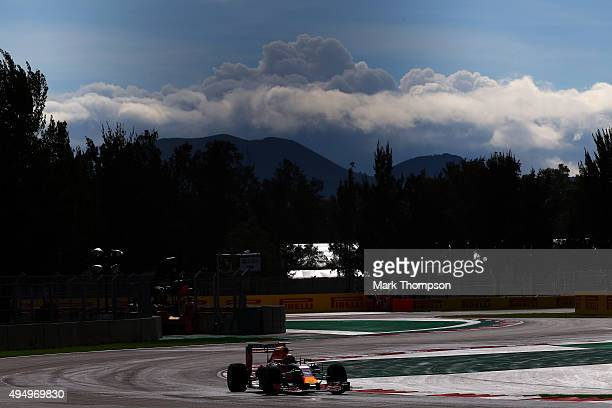 Daniil Kvyat of Russia and Infiniti Red Bull Racing drives during practice for the Formula One Grand Prix of Mexico at Autodromo Hermanos Rodriguez...