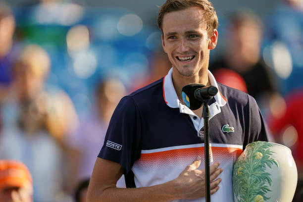 ATP CINCINNATI 2018 - Page 12 Daniil-medvedev-of-russia-speaks-to-the-crowd-while-holding-the-cup-picture-id1162581633?k=6&m=1162581633&s=612x612&w=0&h=I6DJ8I00lY5lXgzdUZOYW6NSlIdpmg3NcCSR2S0OMn0=