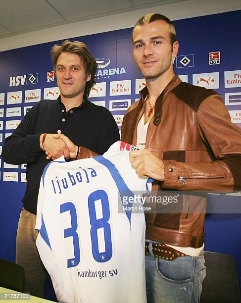Danijel Ljuboja shakes hands with Hamburger SV CEO Dietmar Beiersdorfer during a press conference after signing for Hamburger SV on a one-year loan...