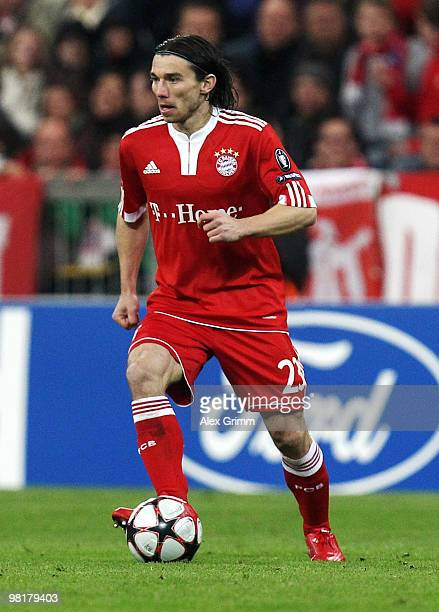 Danijel Pranjic of Muenchen runs with the ball during the UEFA Champions League quarter final first leg match between Bayern Muenchen and Manchester...