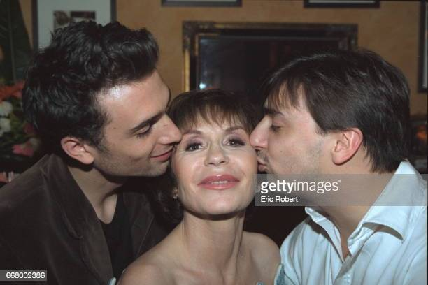 Dani}le Evenou being congratulated by her sons Fr{d{ric and JeanBaptiste Martin