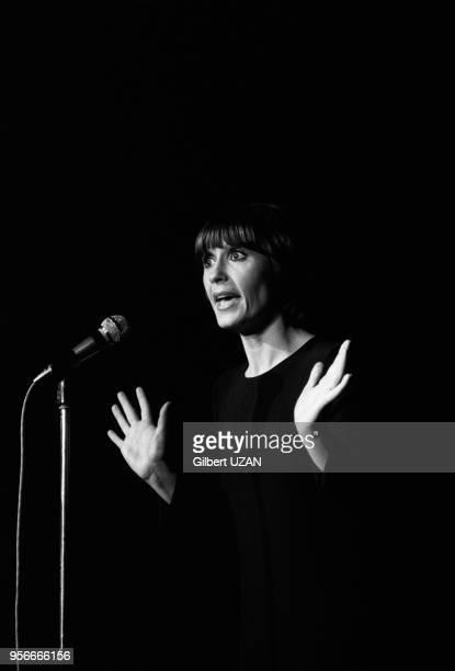 Danièle Évenou sur scène lors d'un spectacle à Bobino à Paris le 5 décembre 1974 France