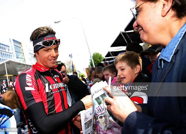 Danilo Hondo of Germany and Team Lamonta gives autographs prior to the start of the 2006 edition of the cycling race Rund um den Henninger Turm on...
