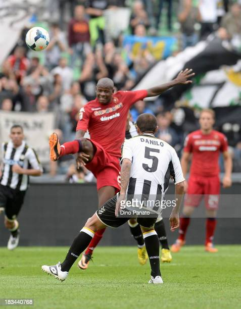Danilo Larangeira of Udinese compete with Victor Ibarbo of Cagliari during the Serie A match between Udinese Calcio and Cagliari Calcio at Stadio...