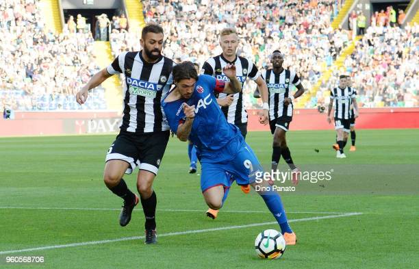 Danilo Larangeira of Udinese competes with Simone Verdi of Bologna during the Serie A match between Udinese Calcio and Bologna FC at Stadio Friuli on...