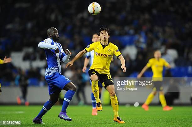 Danilo Pereira of Porto challenges Shinji Kagawa of Dortmund during the UEFA Europa League Round of 32 second leg match at Estadio do Dragao on...