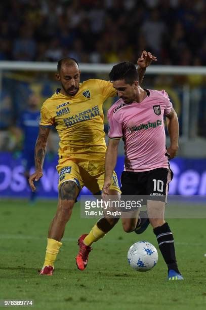 Danilo Soddimo of Frosinone and Igor Coronado of Palermo compete for the ball during the serie B playoff match final between Frosinone Calcio v US...