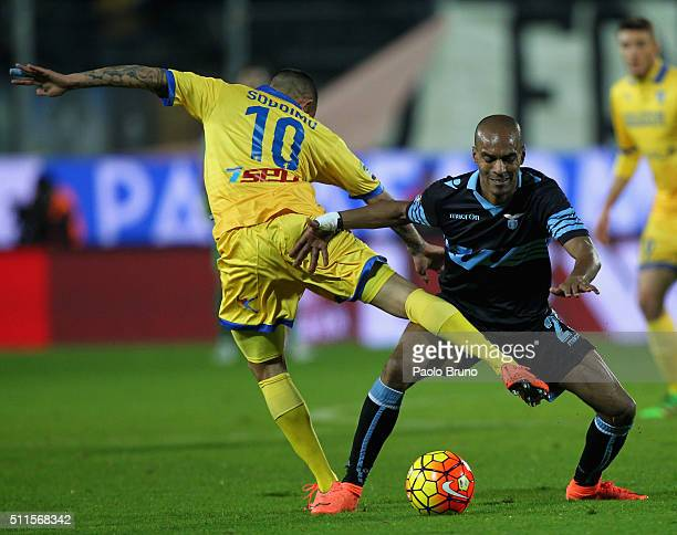 Danilo Soddimo of Frosinone Calcio competes for the ball with Abdoulay Konko of SS Lazio during the Serie A match between Frosinone Calcio and SS...
