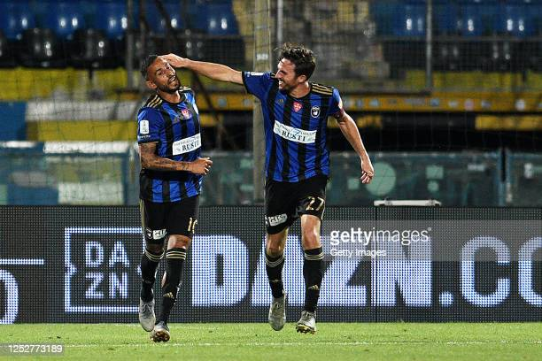 Danilo Soddimo of Pisa celebrates with team mate Robert Gucher after scoring the 2-1 goal during the serie B match between SC Pisa and Pescara Calcio...