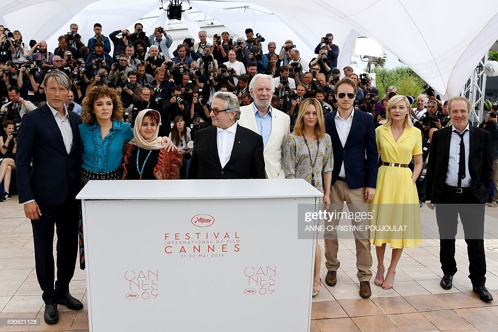 Danish actor and member of the Jury Mads Mikkelsen, Italian actress / director and member of the Jury Valeria Golino, Iranian producer and member of the Jury Katayoon Shahabi, Australian director and President of the Jury George Miller, Canadian actor and member of the Jury Donald Sutherland, French actress / singer and member of the Jury Vanessa Paradis, Hungarian director and member of the Jury Laszlo Nemes, US actress and member of the Jury Kirsten Dunst and French director and member of the Jury Arnaud Desplechin pose on May 11, 2016 during a photocall ahead of the opening of the 69th Cannes Film Festival, southern France. / AFP / ANNE