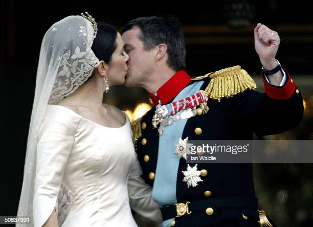 Danish Crown Prince Frederik and his bride Princess Mary kiss as the Royal couple appear on the balcony of Christian VII's Palace after their wedding...