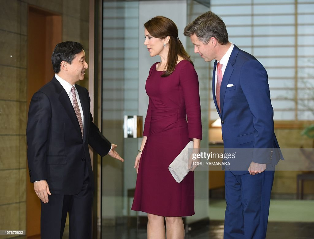 Danish Crown Prince Frederik (R) and his wife Crown Princess Mary (C) is welcomed by Japanese Crown Prince Naruhito (L) upon their arrival for a dinner at the Akasaka Palace in Tokyo on March 28, 2015. The Danish royal couple are on a three-day visit to promote Greenland. AFP PHOTO / POOL / Toru YAMANAKA