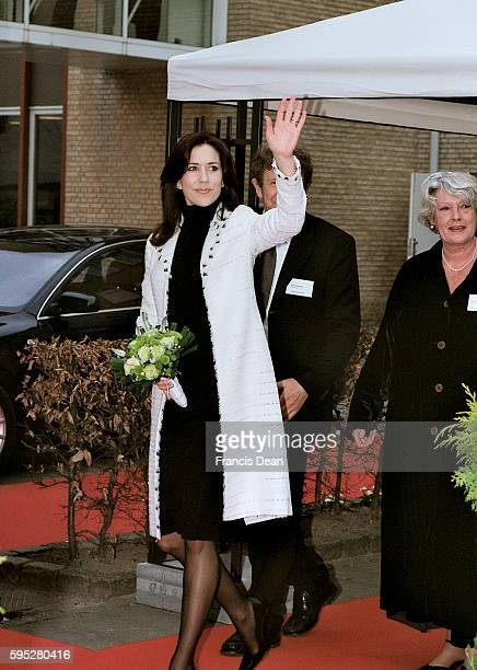 DENMARK / COPENHAGEN Danish crown princess Mary visit danish cancer reseach center 13 April 2005