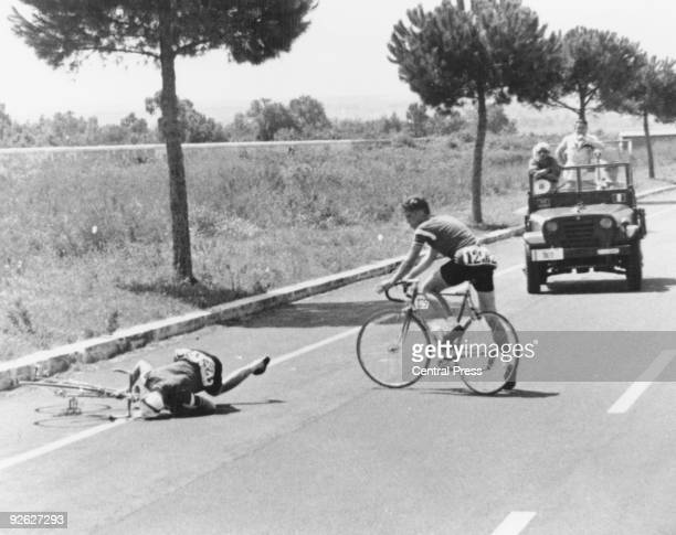 Danish cyclist Knud Enemark Jensen falls from his bicycle after collapsing with heat stroke during the 100k team time trial at the Rome Olympics 26th...