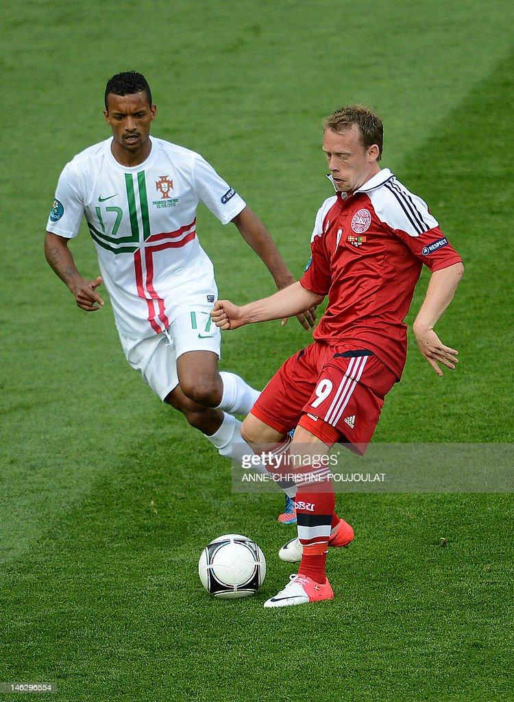 Danish midfielder Michael Krohn-Dehli (R : Fotografia de notícias
