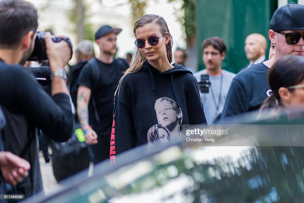 Street Style : Day Three Paris Fashion Week Spring/Summer 2017 : News Photo