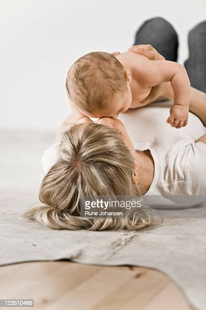 danish mother, 29 years old, bonding with 2 month old son - 25 29 years stock pictures, royalty-free photos & images
