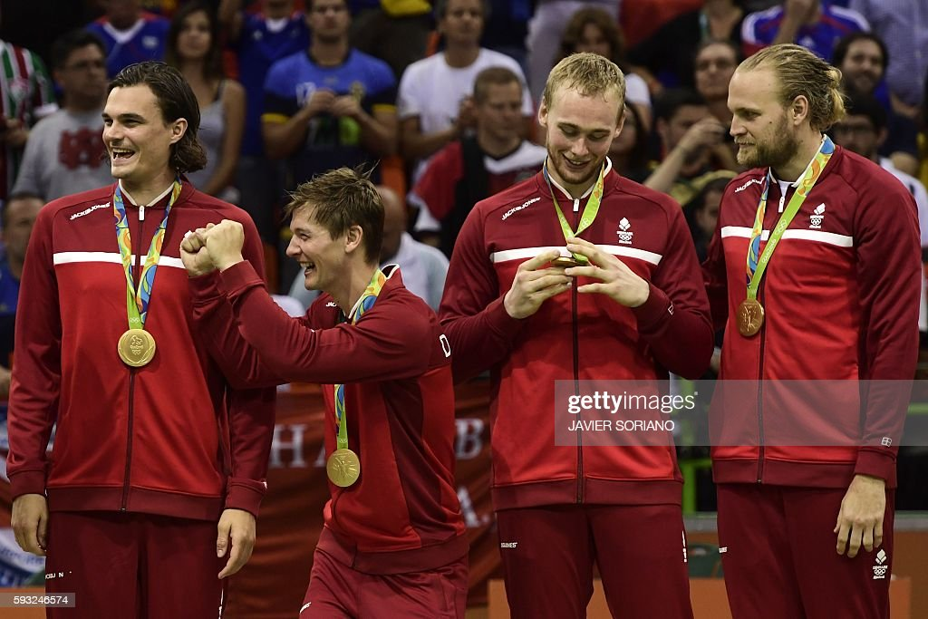 HANDBALL-OLY-2016-RIO-DEN-FRA-PODIUM : News Photo