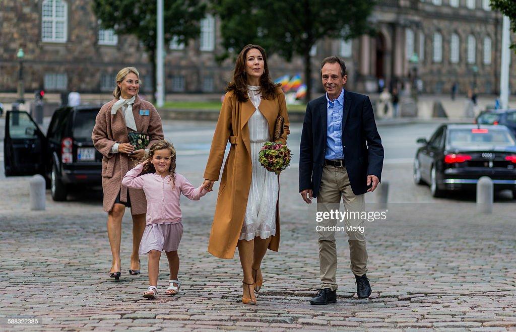 Danish Prinzess Crown Princess Mary of Denmark outside Designers Nest during the first day of the Copenhagen Fashion Week Spring/Summer 2017 on August 10, 2016 in Copenhagen, Denmark.