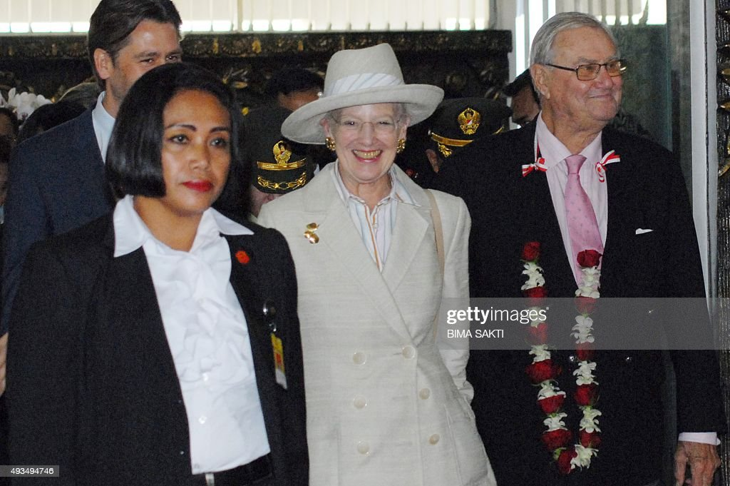 Danish Queen Margrethe II (C) and Prince Consort Henrik (R) arrive at the Sukarno-Hatta airport in Tangerang on October 21, 2015. Queen Margrethe II and Prince Consort Henrik will meet Indonesia's President Joko Widodo to strengthen relationship between the two countries in their four-day visit.