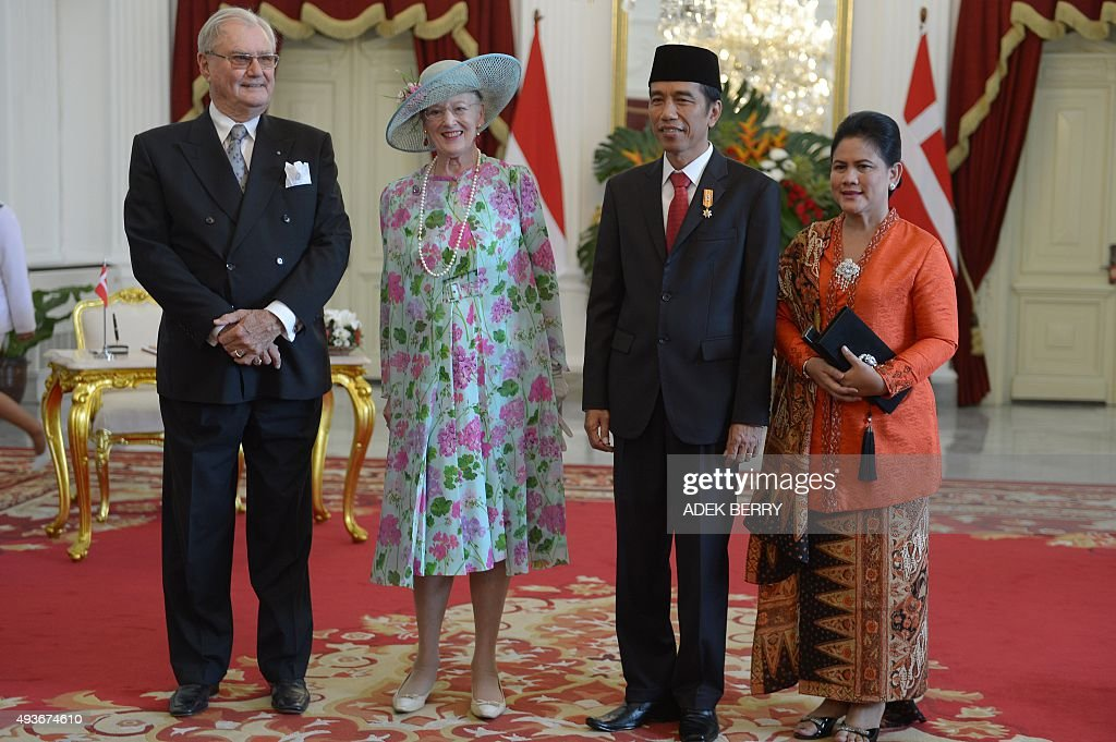 Danish Queen Margrethe II (2nd L), her husband Prince Consort Henrik (L), Indonesia's President Joko Widodo (2nd R) and his wife Iriana Widodo (R) pose for photographers at the presidential palace in Jakarta on October 22, 2015. Denmark's Queen Margrethe II is on a three-day state visit to Indonesia, accompanied by the Danish foreign minister and a trade delegation.