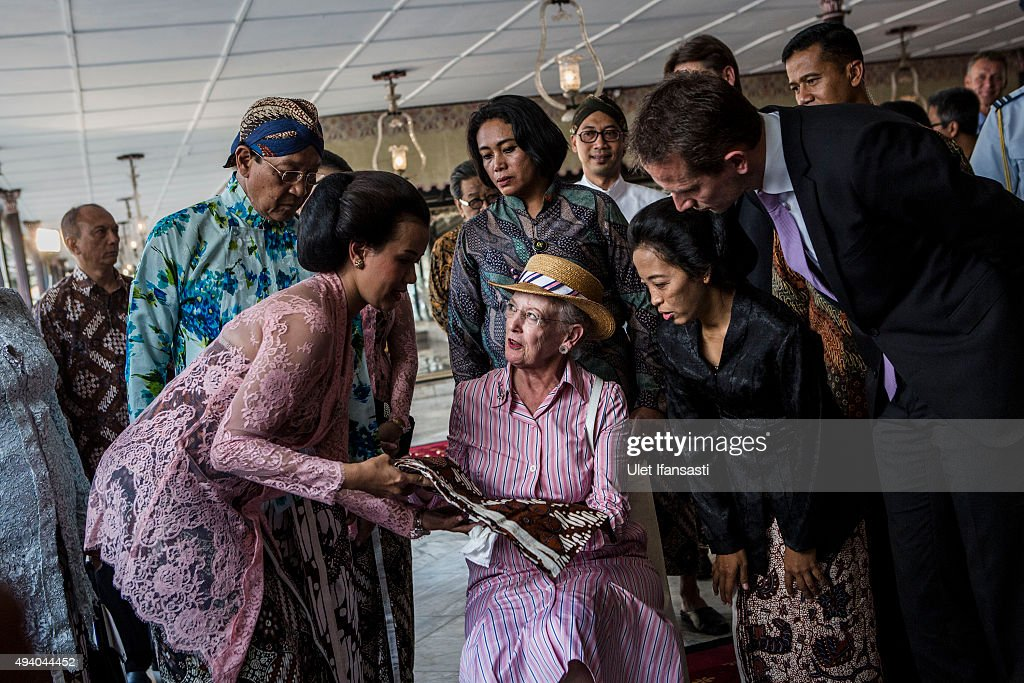 Danish Queen Margrethe II (C), listens as she watches the process of making batik during meets with Sri Sultan Hamengkubuwono X as her visit at Kraton Yogyakarta Palace on October 24, 2015 in Yogyakarta, Indonesia. Queen Margrethe II of Denmark and her husband, Prince Henrik, embarked upon a state visit to Indonesia to mark 65 years of diplomatic relations.