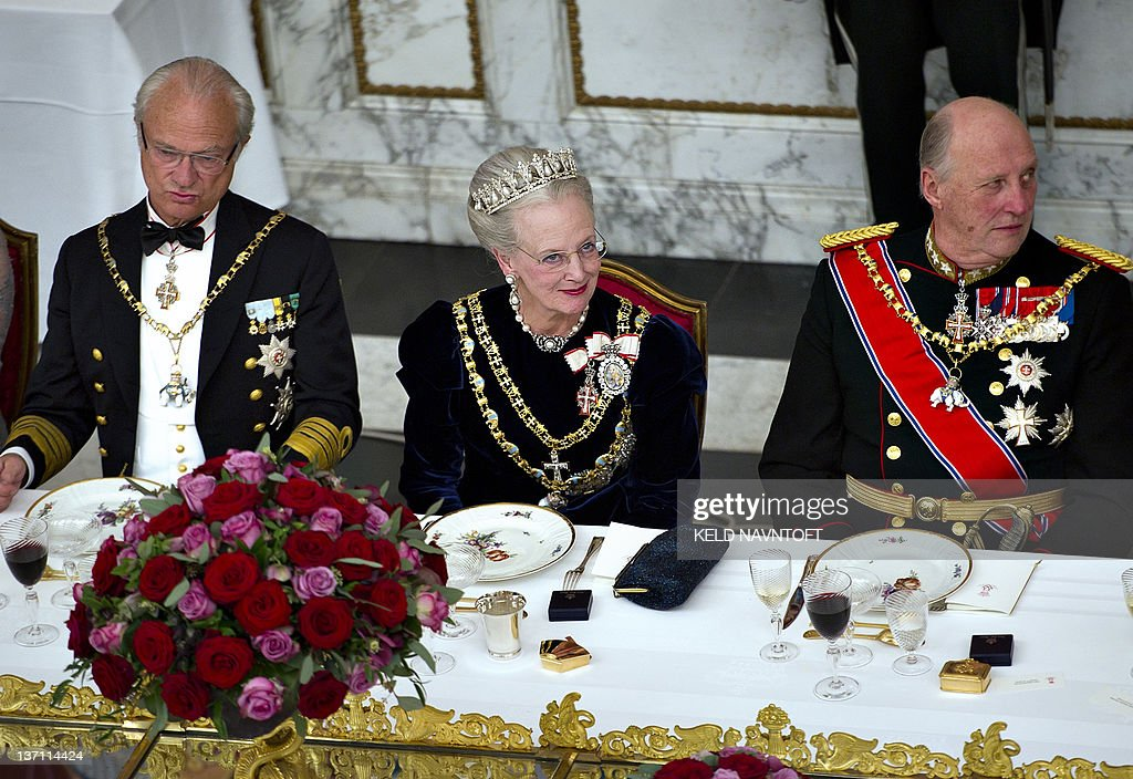 Danish Queen Margrethe (C), King Carl Gu : News Photo