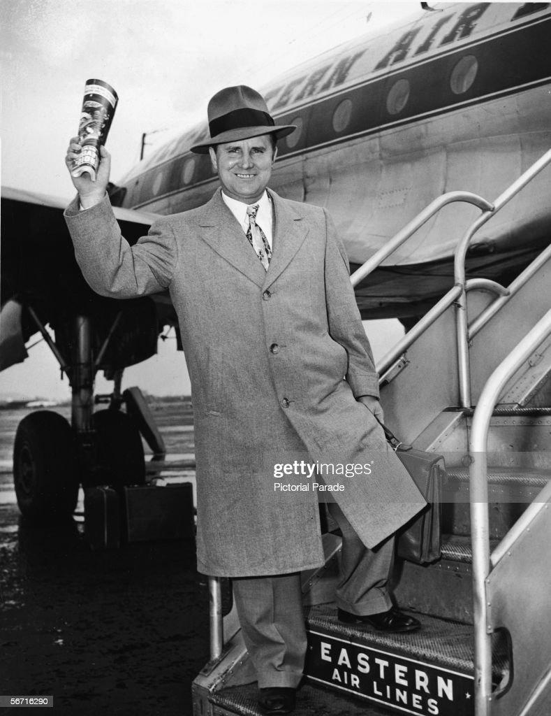 Captain Carlsen Boards Airplane : News Photo