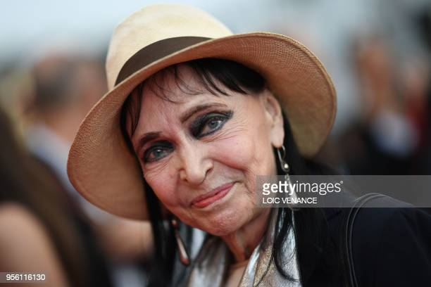 TOPSHOT DanishFrench actress Anna Karina poses as she arrives on May 8 2018 for the screening of the film 'Todos Lo Saben ' and the opening ceremony...