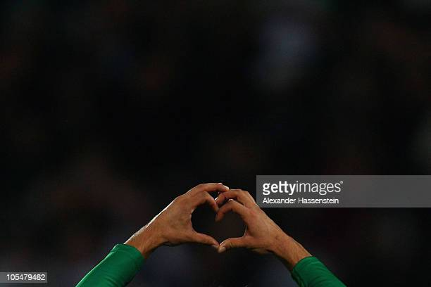 Danjiel Aleksic of Fuerth celebrates scoring the 2nd team goal during the Second Bundesliga match between SpVgg Greuther Fuerth and VfL Osnabrueck at...