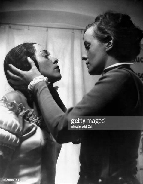 Dannhoff, Erika - Actress, Germany*-+ - as Felix with Lizzi Waldmueller as gypsy woman in 'Hamlet in Wittenberg' by Gerhart Hauptmann, Direction:...