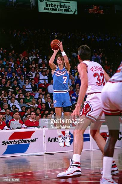 Danny Ainge of the Sacramento Kings shoots the ball against the Chicago Bulls on March 24 1990 at the United Center in Chicago Illinois NOTE TO USER...