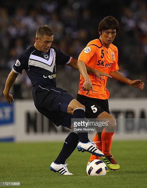 Danny Allsopp of the Victory and Park Hyunbem of Jeju contest for the ball during the AFC Champions League Group E match between the Melbourne...
