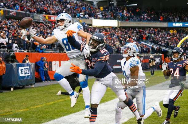 Danny Amendola of the Detroit Lions is unable to catch the ball in the end zone in front of Prince Amukamara of the Chicago Bears during the final...