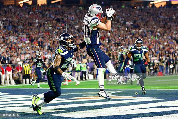 Danny Amendola of the New England Patriots catches a four yard touchdown in the fourth quarter against Earl Thomas of the Seattle Seahawks during...