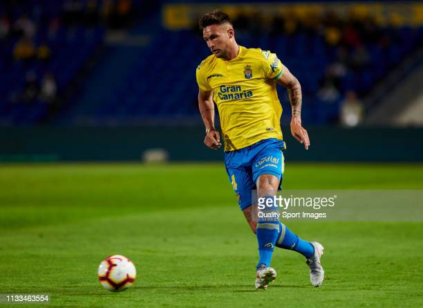 Danny Blum of Las Palmas pass the ball during the La Liga 123 match between Las Palmas and Extremadura at Estadio Gran Canaria on March 03, 2019 in...