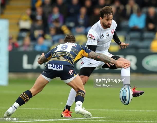 Danny Cipriani of Gloucester kicks the ball past Francois Hougaard during the Gallagher Premiership Rugby match between Worcester Warriors and...