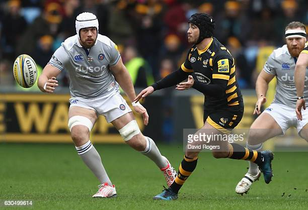 Danny Cipriani of Wasps passes the ball watched by Dave Attwood during the Aviva Premiership match between Wasps and Bath Rugby at The Ricoh Arena on...